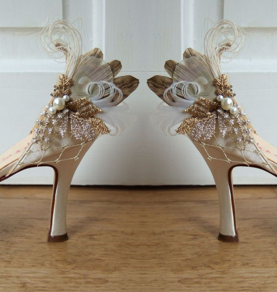 "Light and Antique Gold Lace Feather Pecock and Pheasant ""Cia"" Shoe Clips. Vintage Wedding Ideas"